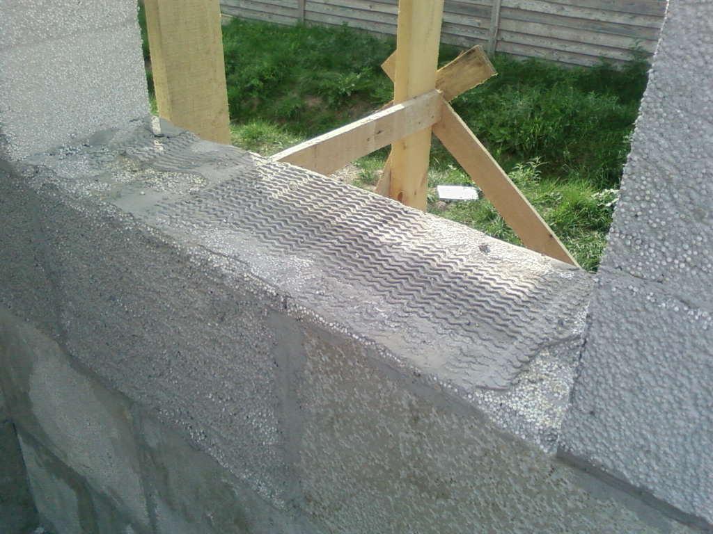 штукатурка фасада дома из полистиролбетонных блоков по сетке